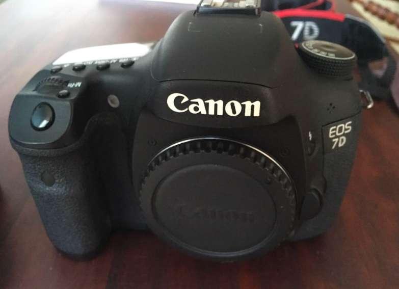 Canon Eos 7D 18 Mp Cmos Digital Slr Solo Cuerpo Camera NO HAGO CAMBIOS, VENDO