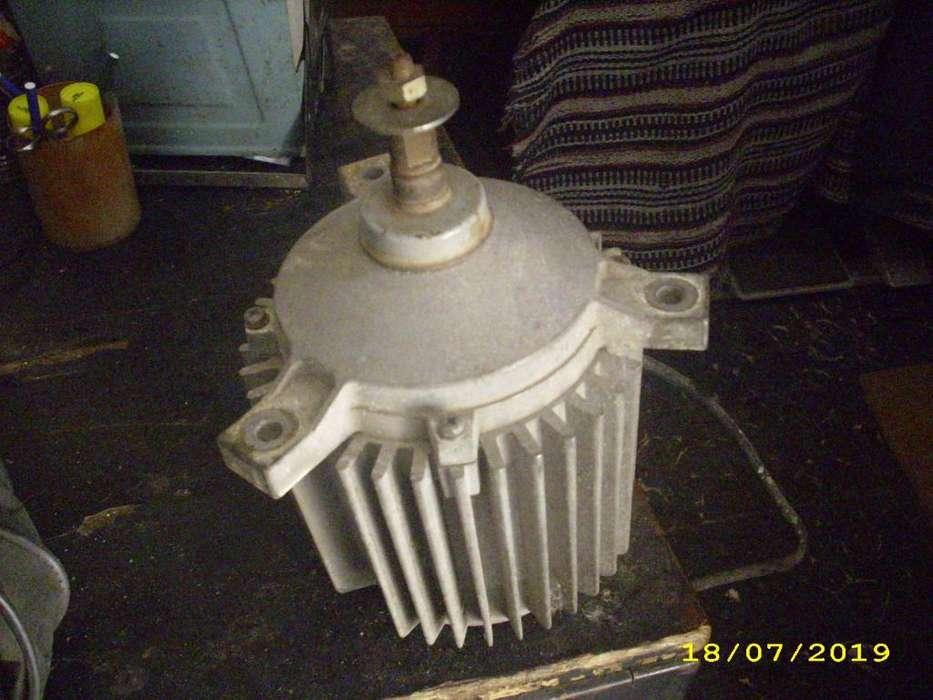 vendo motor trifasico 900 rpm.1/2 hp.