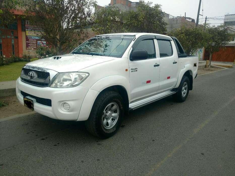 Toyota Hilux 2011 - 121 km