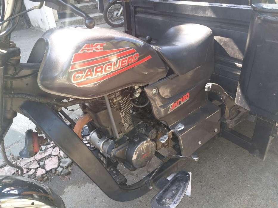 Vendo Moto Carguero Akt 180