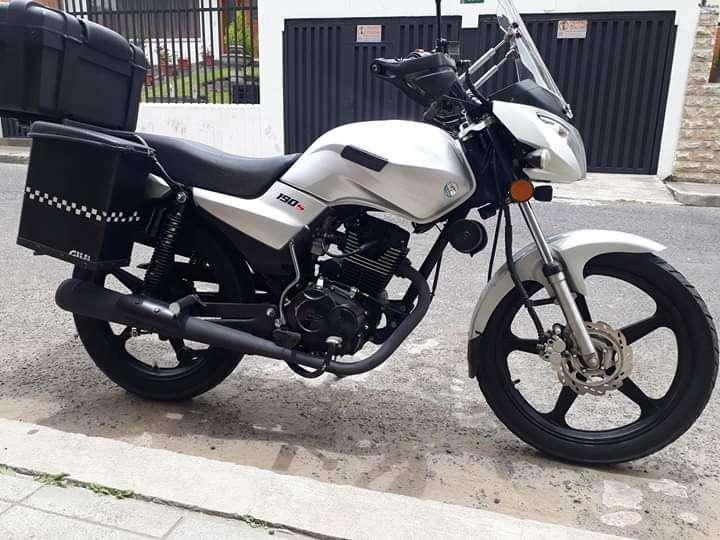 MOTO FLAMAMTE 5000KM full <strong>accesorios</strong>