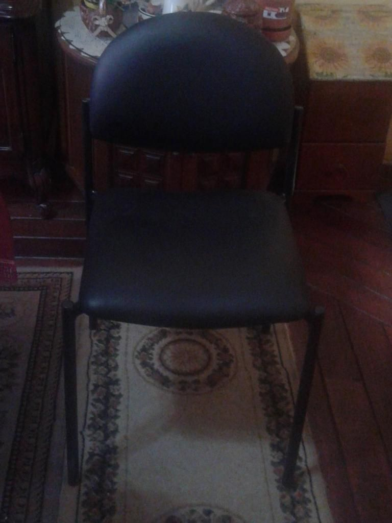 Sillas de cuerina para oficina o recepción o sala de espera - Quito