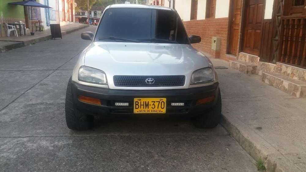 Toyota RAV4 1996 - 756 km