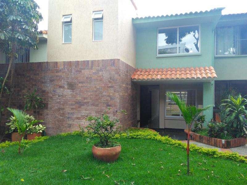 Casa En Arriendo En Cali Ciudad Jardín Cod. ABVLZ-2182