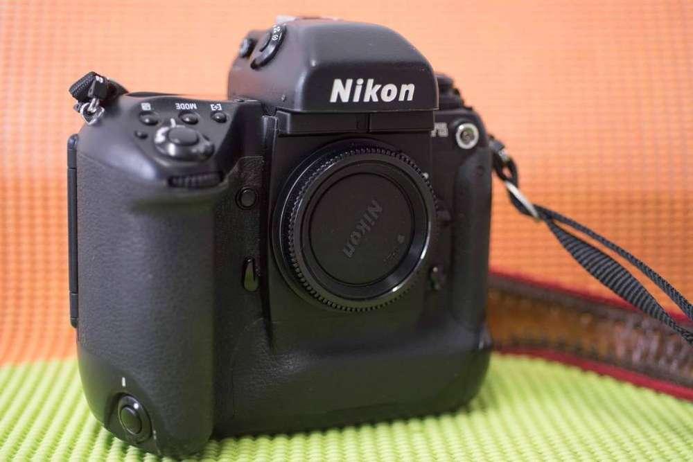 Nikon F5 Análoga Perfecta