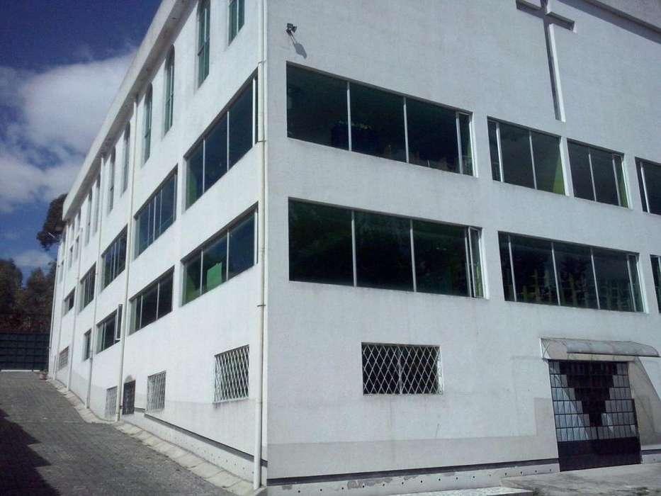 Casa en Venta ideal para Escuela o Colegio Av de los Cipreses Norte de Quito Sector Santa Lucia
