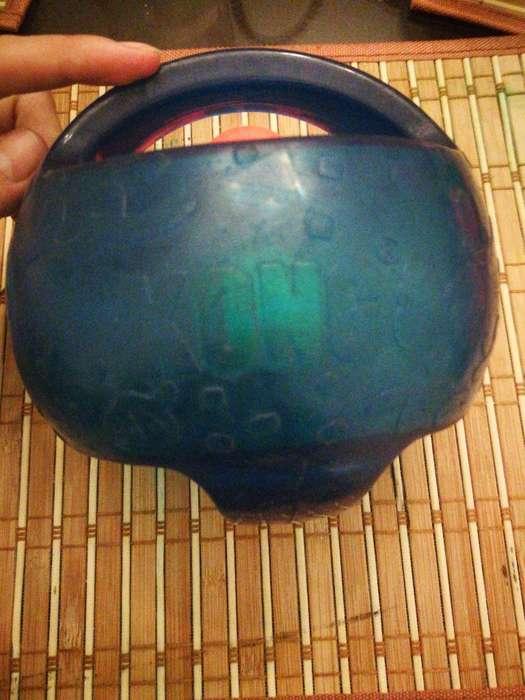 Kong Jumbler Ball Toy. (usado)