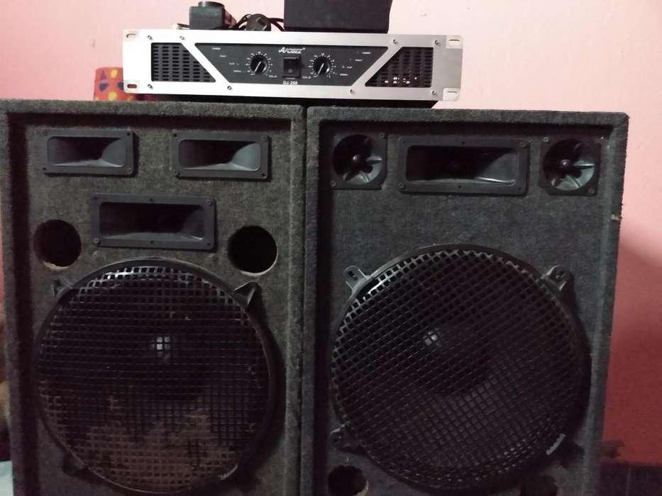vendo potencia apooge dj.250 y parlantes del 15 600w pawer full y mescladora de 2 canal