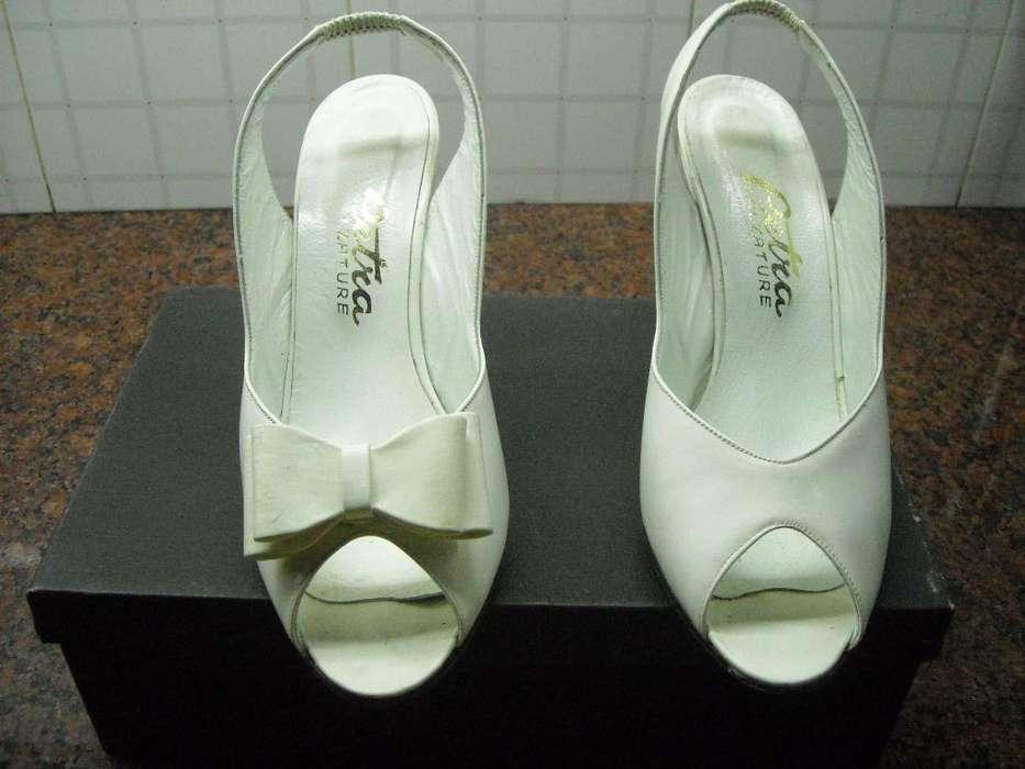 Sandalias blancas de vestir, casi sin uso
