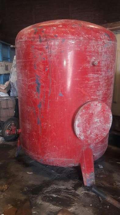 Tanque de Hierro Industrial sobre Patas