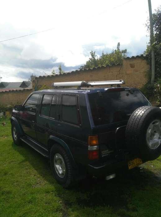 Nissan Pathfinder 1995 - 258000 km