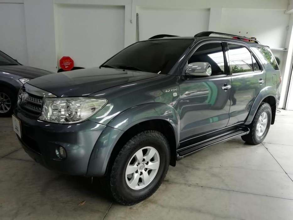 Toyota Fortuner 2011 - 88500 km