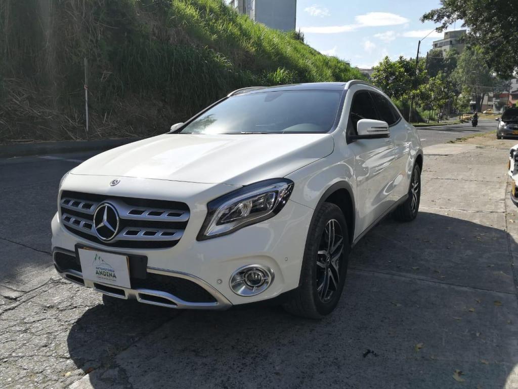 Mercedes benz Gla 200 2018  Automática Secuencial  1.6 214