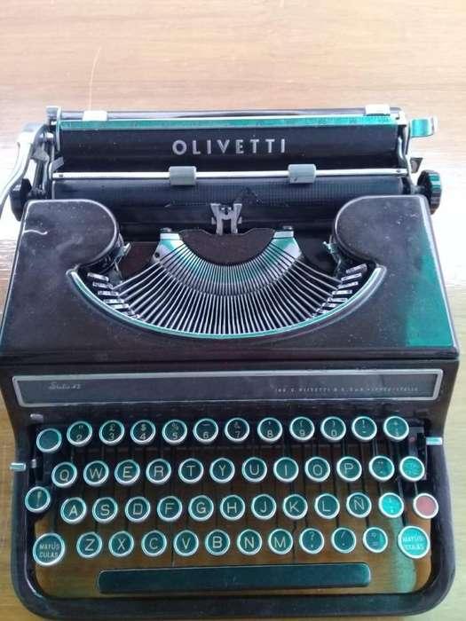 Maquina De Escribir Italiana Olivetti Studio 42 Decada 3040