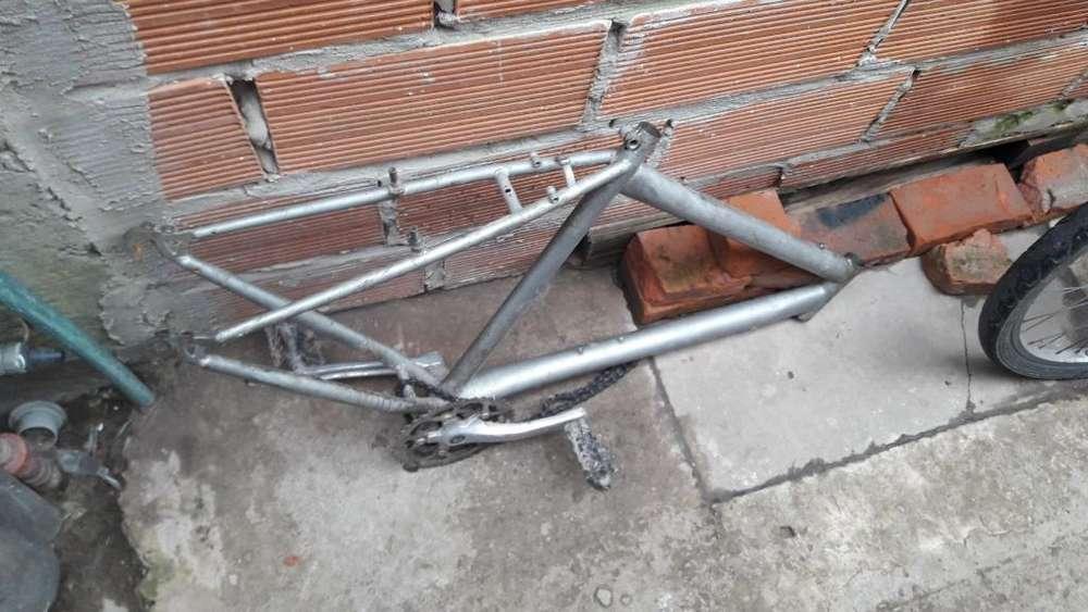 Cuadro de Bicicleta con Plato Y Pedales