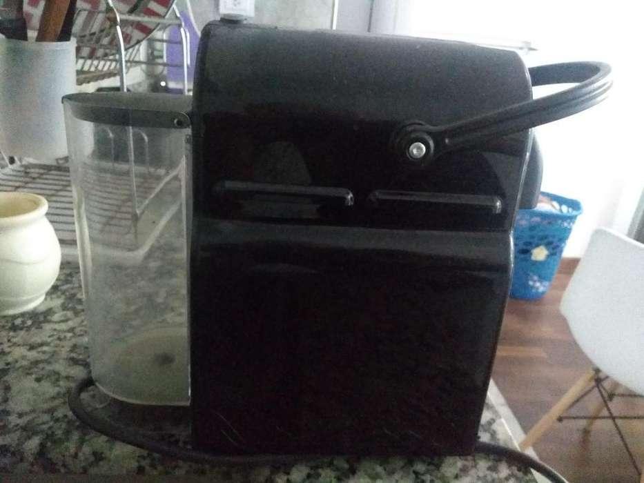 Cafetera Nespresso Black Como Nueva