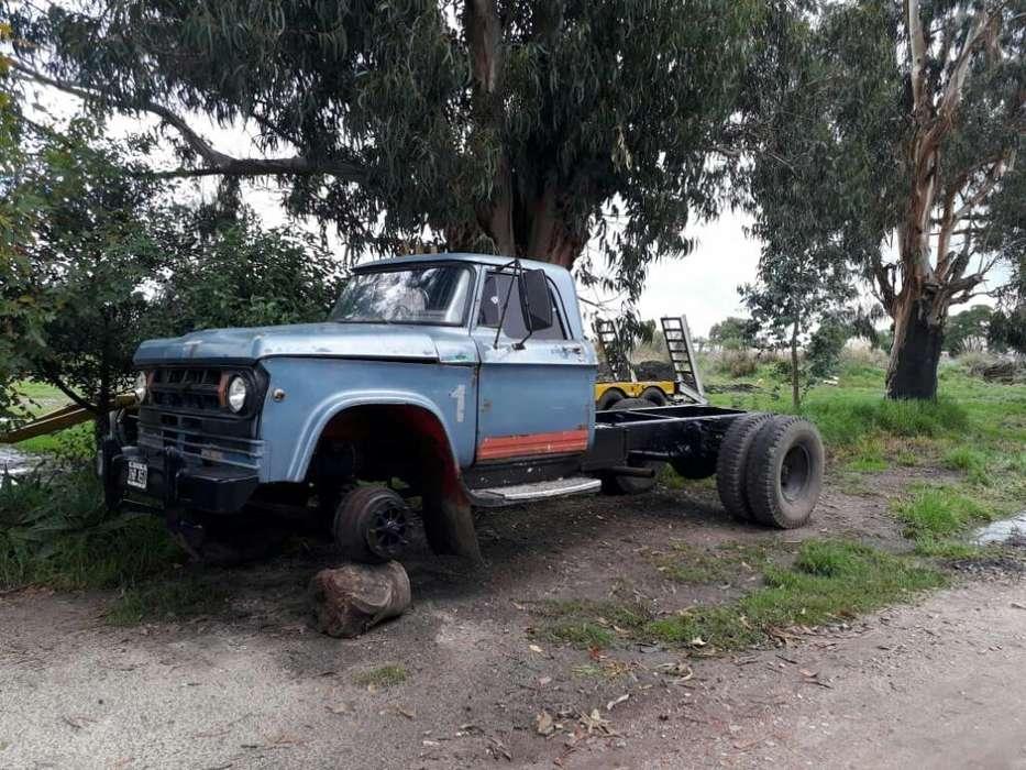 Camion Dodge M70