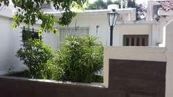 Venta casa en V.Constitución 3 dormitorios, 2 baños y patio con pileta.