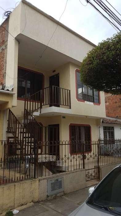 Casa de Dos Pisos en Las Ceibas