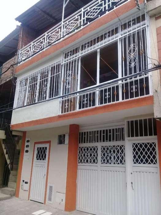 se vende casa CALI VALLE de tres <strong>apartamento</strong>s y dos apartaestudio160.000.000