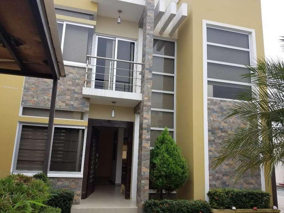 Alquiler de Casa Amoblada. Inf 098718039