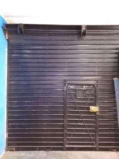 Se vende puerta enrollable de metal