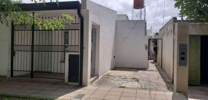 Alquilo depto interno de un dormitorio con patio en Villa Constitución