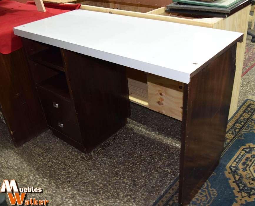 <strong>escritorio</strong> con estantes y 2 cajones