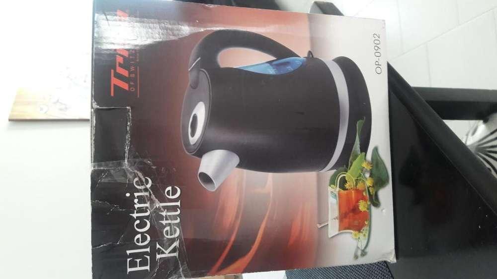 Hervidor eléctrico de agua Eléctric kettle, marca trisa