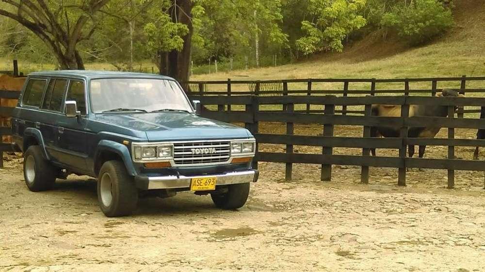 Toyota Land Cruiser 1982 - 140000 km