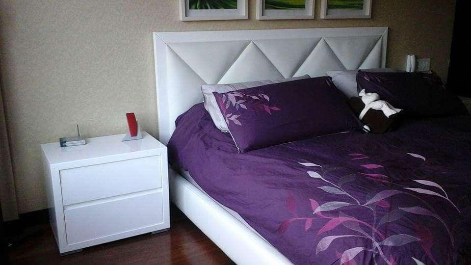 NUEVO - Juego Alcoba <strong>cama</strong> tapizada de 1.40 X 1.90 y 2 Mesas de noche.
