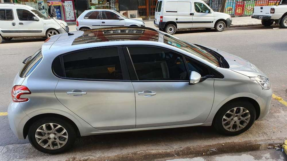 Peugeot 208 2015 - 68000 km