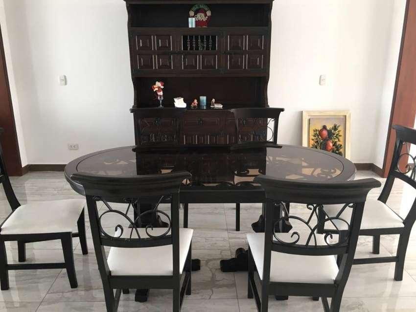 Venta de muebles: Juego de comedor con sillas y Aparador ...