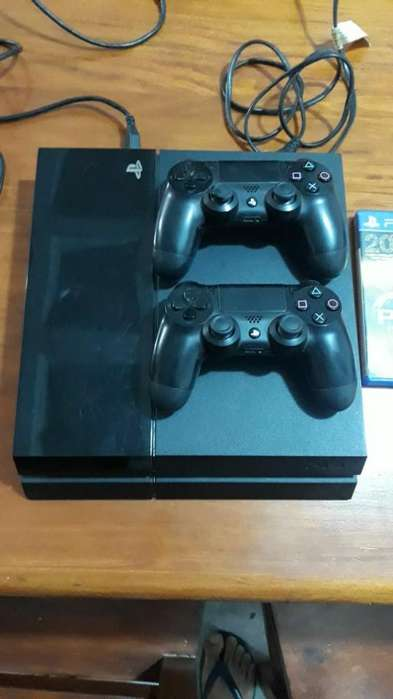 Ps4 de 500 Gb con 2 Joysticks Y Un Juego
