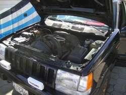 vendo jeep grand cherokee 4x4 año 1996. precio 7000 negociable
