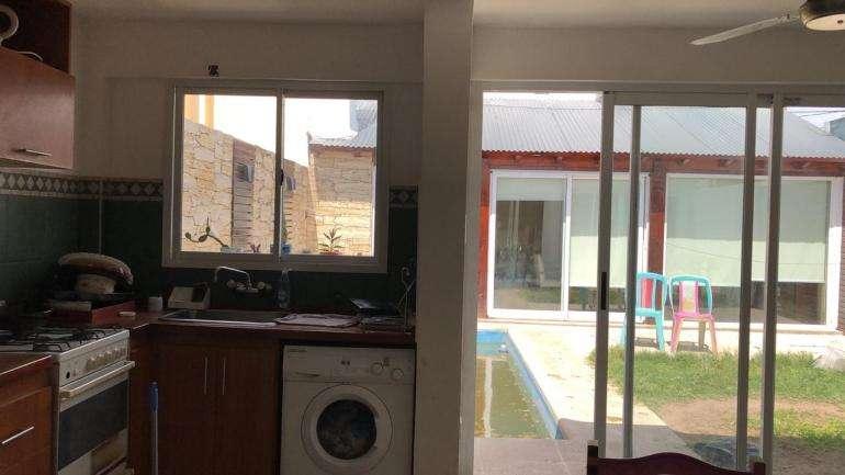 En venta Casa zona Paracao; tres dormitorios, patio, cochera