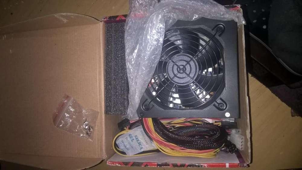 fuente wats reales COOLERMASTER en caja con sus tornillos envoltorio es de 550