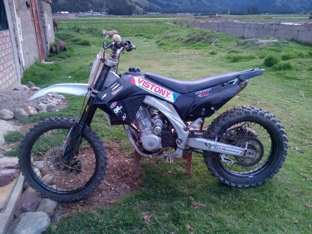 Vendo Moto Carrera 200
