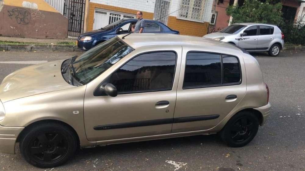 Renault Clio  2003 - 196000 km