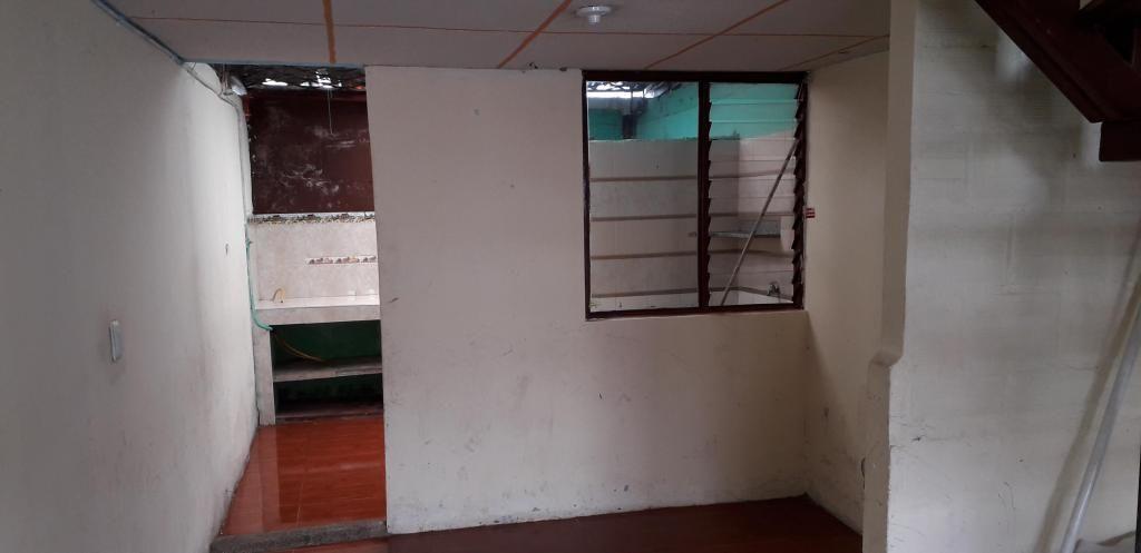 CASA DE DOS NIVELES EN  EL BARRIO GIRASOLES.