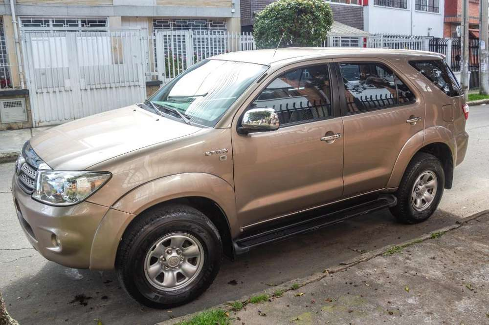 <strong>toyota</strong> Fortuner 2011 - 70000 km