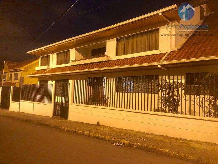 Casa en Venta Sector Colegio Miguel Merchan / Remigio Crespo