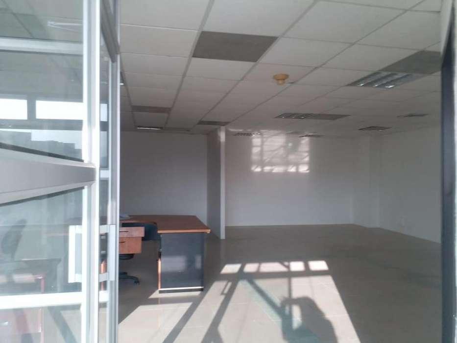 Venta De Oficina En El Norte De Guayaquil, <strong>edificio</strong> Torres Del Norte