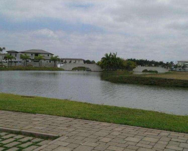 Venta de Terreno en Urb. Plaza, junto a Plaza Lagos, Samborondon