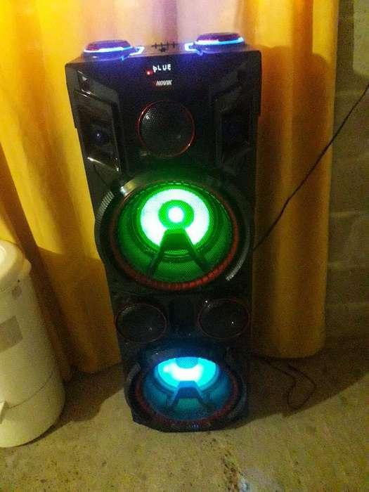 Torre de Sonido Novik, 1 Metro de Alto !