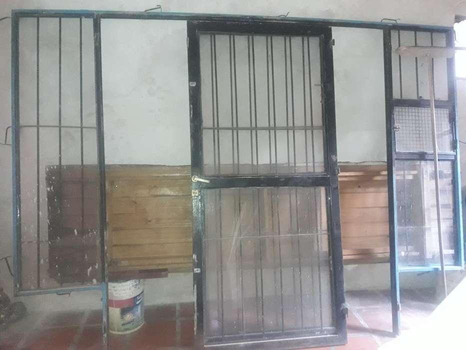 Puerta de Vidrio con Reja