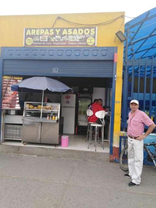 Vendo local de empanadas, pasteles y comidas rápidas.