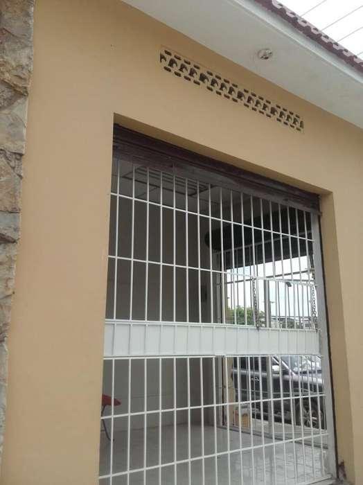 Alquiler de Local Comercial en Av. Francisco de Orenalla a la altura de Alborada 3era etapa