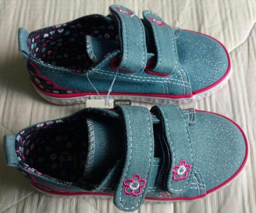 Zapatos color azul para niña (Nuevos)