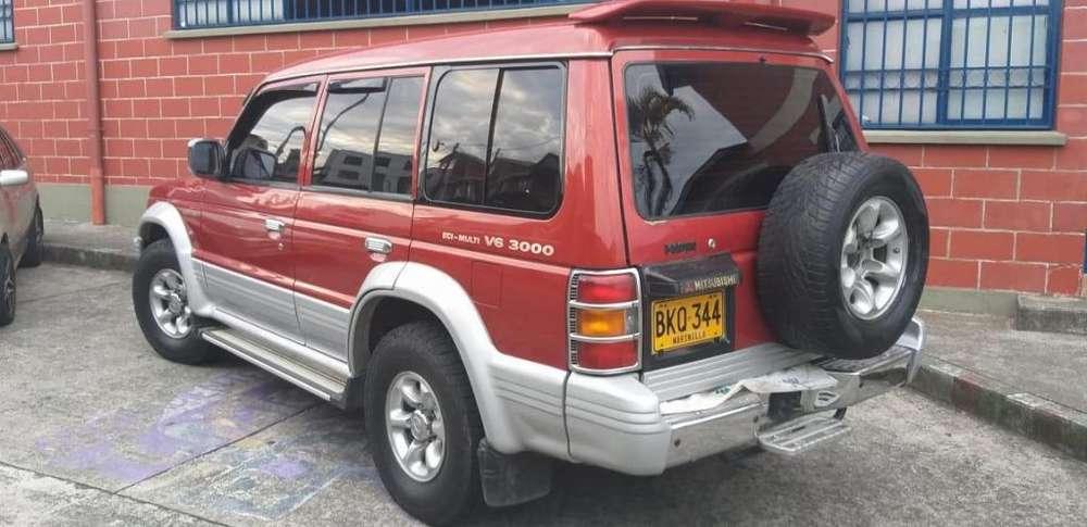 Mitsubishi Montero 1999 - 207300 km